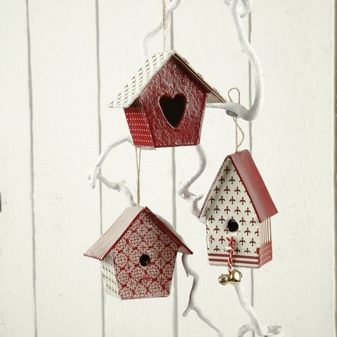 Deze vogelhuisjes zijn beschilderd met acrylverf en beplakt met Decopatch papier! zo maak je er prachtige paleizen van!