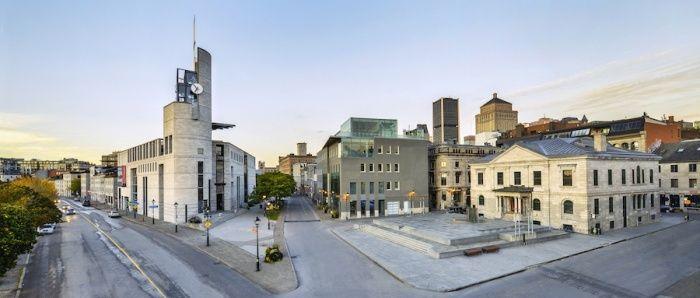 Vue d'ensemble du musée Pointe-à-Callière. À droite, la place Royale et l'Ancienne-Douane de Montréal