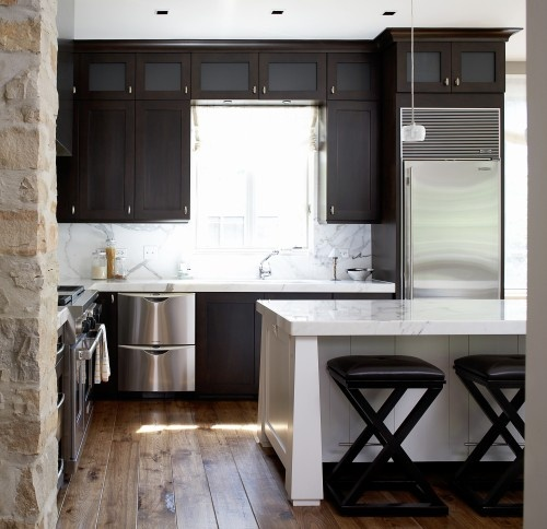 Dark Brown Stainless Steel Statuary Marble Makes This Combination Timeless And Contemporary Kitchen Small Kitchen Designskitchen