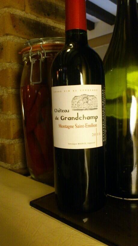#vin rouge du moment aux @pierres fondues à #Tours : château Grandchamp, Montagne St Emilion 2010 pic.twitter.com/HKmL4oFPf6