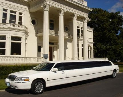 Looking  to book limousine in Toronto and get the best wedding limo services. Choose from the top toronto limousine.