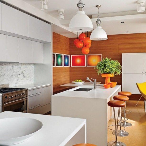 Orange кухня 🍊 #интерьер #кухня #картины #светильники #дизайн #декор #стол #стул #стиль #бар #стеновыепанели #апельсин #белый #оранжевый #interior #style #decor #design #table #chair #kitchen #light #picture #orange #white #color