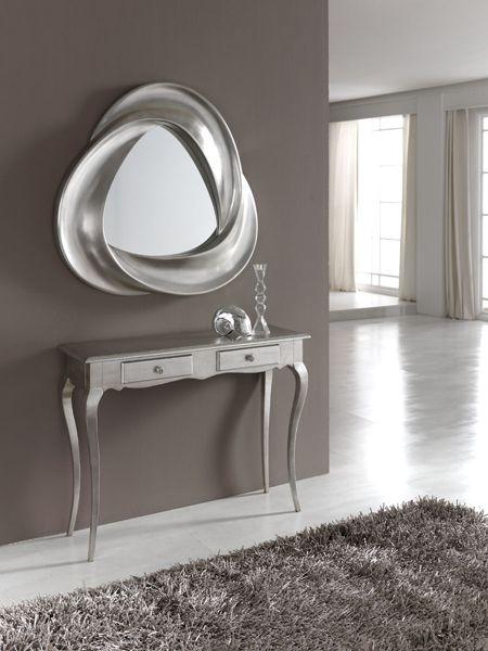 El recibidor es lo primero que muestras al abrir las puertas de tu hogar, con el espejo PU 178 y la consola M 46 A metalizados, dejarás sin palabras a más de uno. ¿La primera impresión es la que queda? #hogar #diseño #decoración #recibidor #consola #espejo