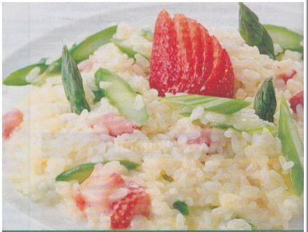 Ricetta di Cucina Risotto agli Asparagi. A cura di http://www.ilblogdiuominiedonne.net/ricette-tradizionali-della-cucina-italiana/risotto-asparagi-fragole/