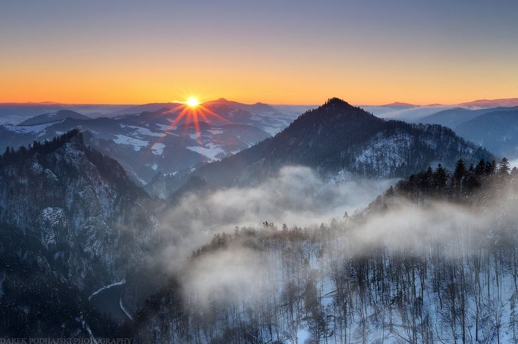 Freezing Air by MindShelves   #PolskaMalowana #fotografia #photography #zima #winter #mountains #góry #mgła #mist #sunset #sunrise #złońce #zachód #wschód #las #forest