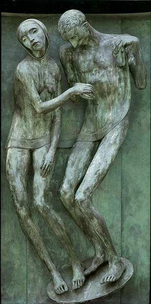 """Adolfo Wildt """" Affetto nel dolore """"  1929  porta in bronzo dell'edicola Körner (rip.XV , n. 371 ) Cimitero Monumentale di Milano  Dal 28/01 al 17/06 a Forlì, Musei San Domenico"""