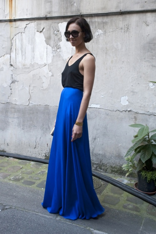 street fashion, moda z ulicy Paryż 2012 | Fashion, Paris fashion week street style, Blue maxi skirt