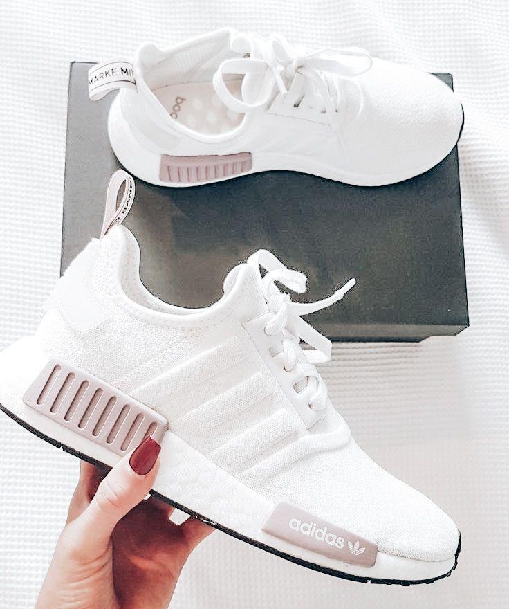 Melancolía Hablar en voz alta vencimiento  Pin by Syd🤩 on shoes | Pink adidas shoes, Adidas shoes women, Pink adidas