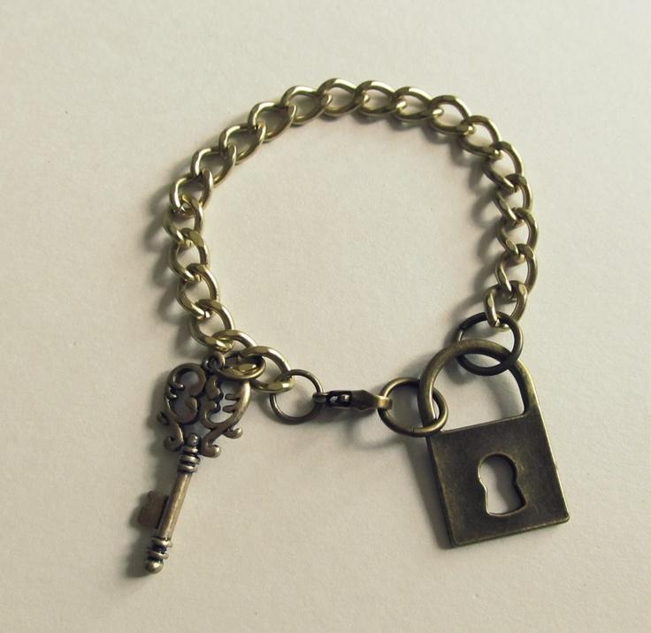 Lock and Key Bracelet, DIY: Bracelets Ideas, Antiques Keys Cast, Diy Crafts, Crafty Jewelry, Diy Jewelry, Diy Bracelets, Bracelets Diy, Locks And Keys, Keys Bracelets