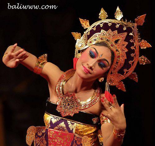 Javanese Dance   Via Froukje van Ligten