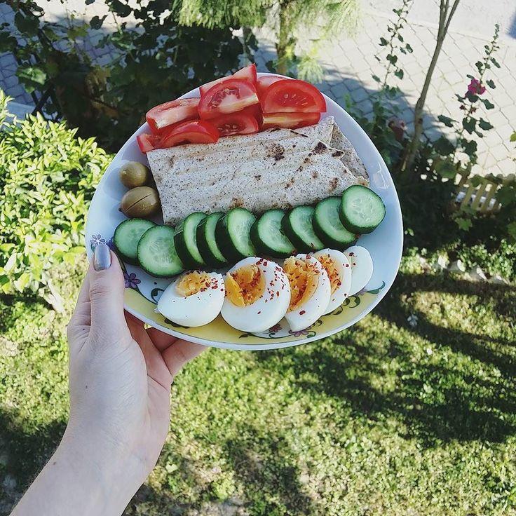En güzel mutfak paylaşımları için kanalımıza abone olunuz. http://www.kadinika.com Günaydınnn tambugday lavastan tost yaptim yine bu sabah cok guzel oluyor yahuuicinde hindi jambon peynir ve biber var#kahvalti #breakfast #breakfastclub #breakfasttime #healthyeating #healthybreakfast #hafifyemeli #mutfakgram #lifeishere #gramkahvalti #mutluyumçünkü #eathealthy #eatclean #temizbeslenme #yasamtarziniz #womenshealthtr #sunumsah #sunumsayfasi #instabreakfast #benimkahvaltim  #kahvaltibizimisimiz…