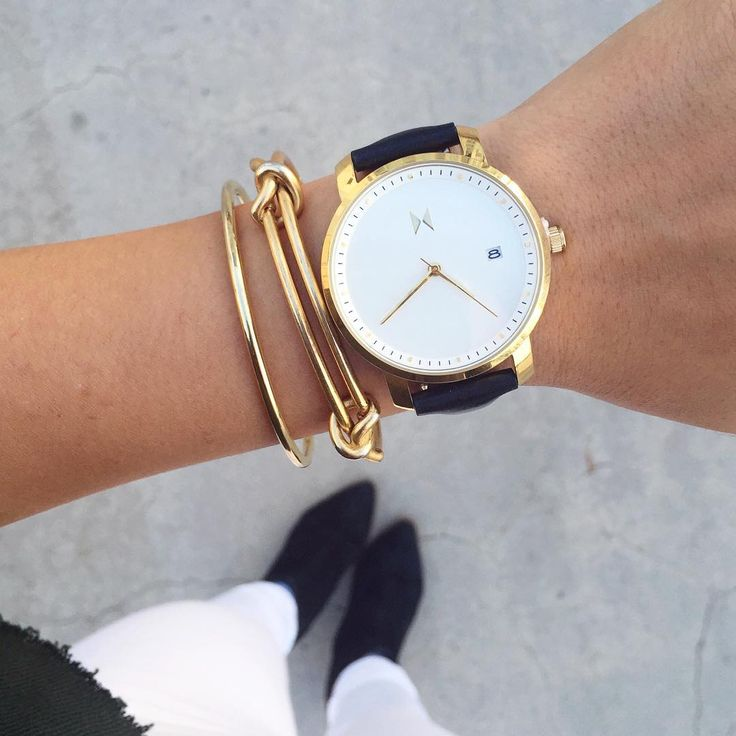 """""""So in love with this new women's watch from the @mvmtwatcheswomen  That black & gold though  I got you guys a discount code too! Use the code 'ninzeey'…"""""""