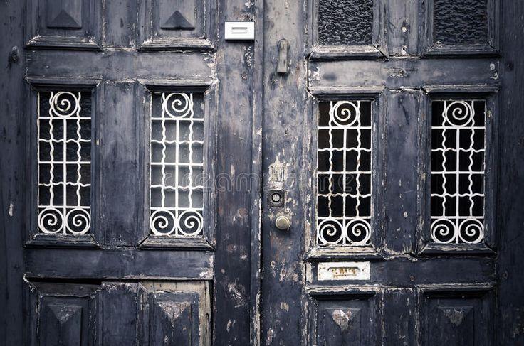 Старые винтажные двери улицы Стоковая Фотография RF - изображение: 33727287