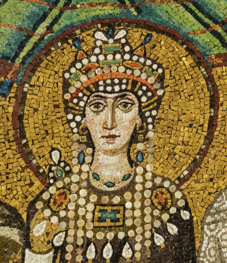 Teodora - VI d.C. - Mosaico in vetro e oro - San Vitale, Ravenna. Teodora, la moglie dell'imperatore, é ritratta con i suoi caratteri fisici, con la peculiarits cristiana degli occhi assorti. Come il marito, ha la testa avvolta in un nimbo dorato, quasi a essere anch'essa una tramite con Dio. Porta un diadema tipico orientale.