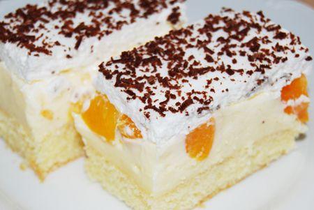 Prajitura cu crema de vanilie si piersici