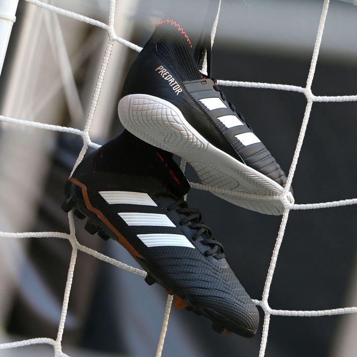 Botas y zapatillas de fútbol adidas predator. Foto: Marcela Sansalvador para futbolmania.com