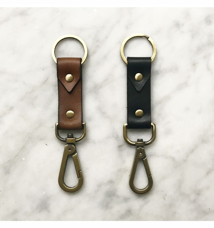 GRAY&Co. Detach leather keyring is made from genuine buffalo leather. Its detachable design means you can detach keys with ease so you don't have to take all of you keys with you all of the time