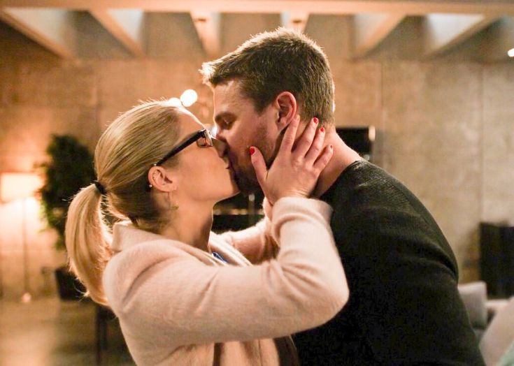 #Olicity kiss | Olicity, Tv romance, Oliver and felicity