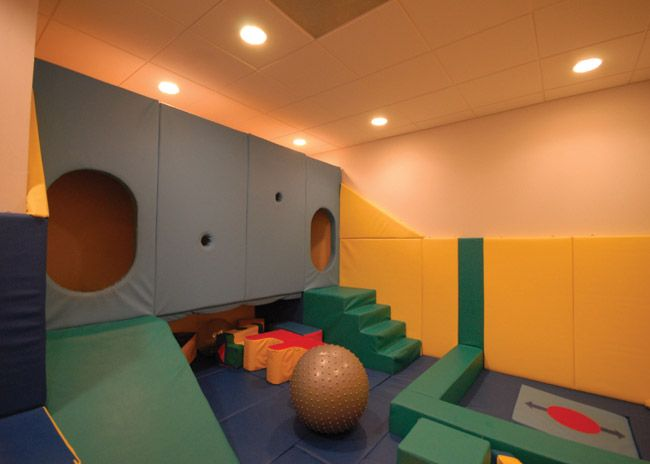 Awesome hideout tunnel in this softplay room