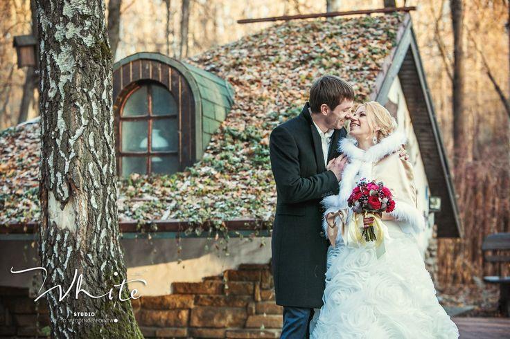 """Как рождается основная идея свадьбы? Всегда по-разному... Наше вдохновение - это наши пары! Их история, взгляды, интересы, увлечения.  Поэтому каждая свадьба, созданная нами, уникальна и неповторима, потому что каждая пара - это своя особенная история!  С любовью, Студия особенных свадеб """"WHITE""""! 8-961-262-04-90"""