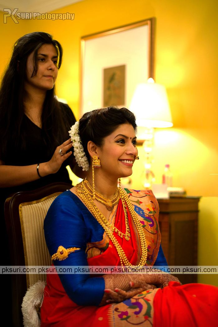 This beautiful Maharashtrian bride chose a traditional silk saree and gold jewellery for her wedding day. Thumbs up!