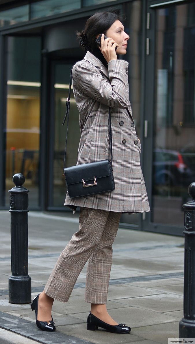 https://minimalissmo.blogspot.com/2017/09/krata-zara.html #plaid #zara #jacket #work #fashion #businesswoman
