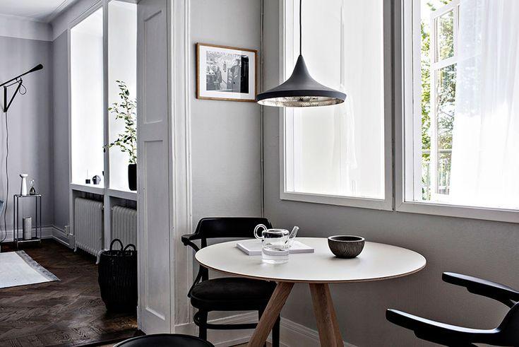 www.hemtrender.com, kök. runt bord, svarta stolar