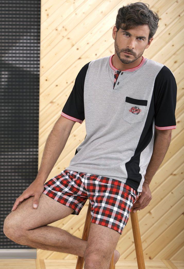 Men Homewear #Massana. Pantalón estampado a #cuadros y camiseta manga corta con cuello panadero. #MassanaHomewear