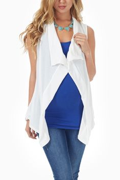 White Maternity Vest. A simple way to layer and still look trendy. Love the colors they have chosen here too. I think this is a fab piece! #PinkBlushMaternity