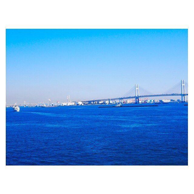 【__mskiai__】さんのInstagramをピンしています。 《⋆.°✩..✩°.⋆ * * 《一眼レフ》 * * この日は横浜に幼なじみと行ったけど、もしも彼と行ってたら 彼はこーゆーの撮ってるだろーな。と思って撮ったの。 * * 空も海も 濁りのない綺麗な青。 * * お気に入りです♥️📷✨ * * ⋆.°✩..✩°.⋆ #大桟橋#横浜#横浜中華街#赤レンガ #みなとみらい#晴天#幼なじみ#一眼レフ#カメラ#お洒落さんと繋がりたい#写真撮ってる人と繋がりたい#写真好きな人と繋がりたい#ゴープロ#ゴープロのある生活#goproのある生活#サロンモデル#海#空 #love#like#photo#gopro #tagsforlikes#like4like#l4l #followme#everyday #thankyou #holiday》