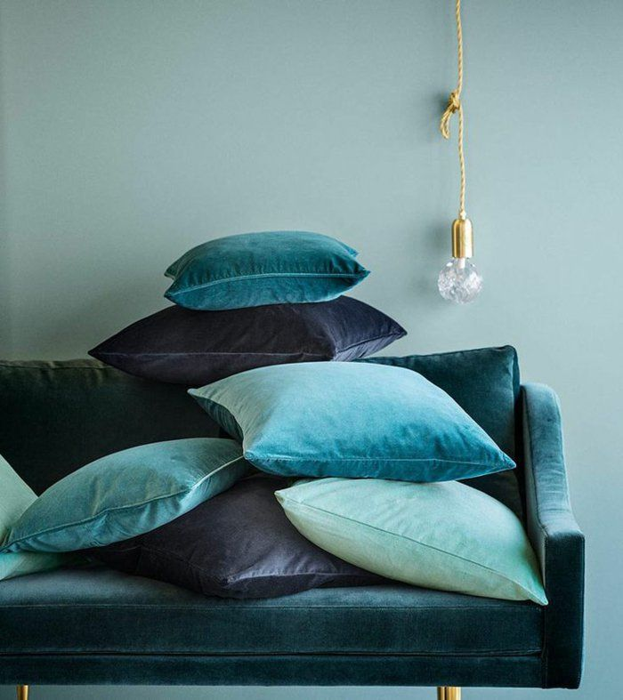25 best ideas about canap de velours bleu sur pinterest canap en velours bleu sofa en for Quelle peinture pour un salon