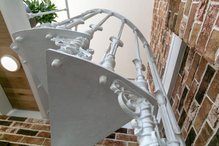 Дачный ответ. Чугунная лестница.