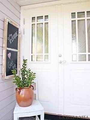 La bella vita - det gode liv: SDS/DIY tavle av gammelt vindu