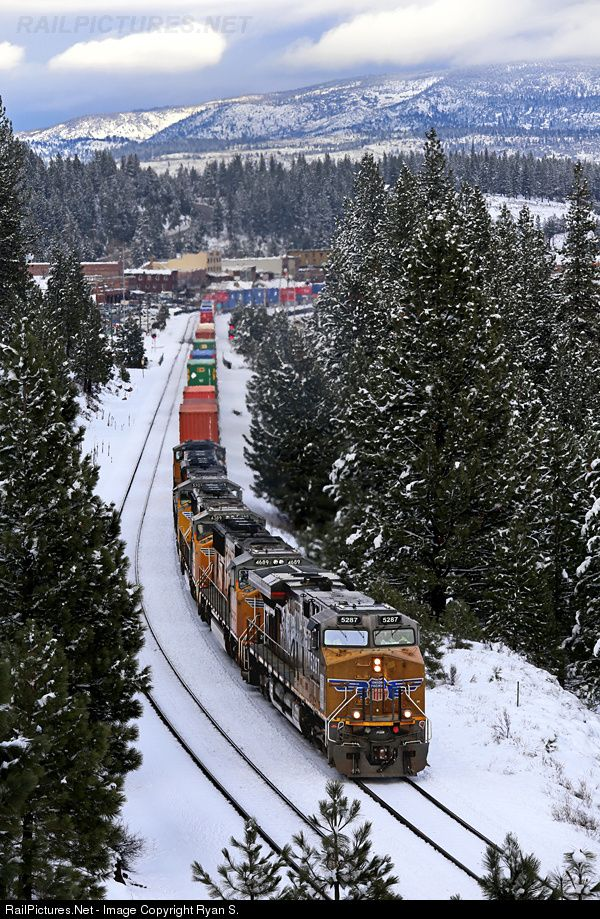 RailPictures.Net Photo: UP 5287 Union Pacific GE ES44AC at Donner Pass, California by Ryan S.
