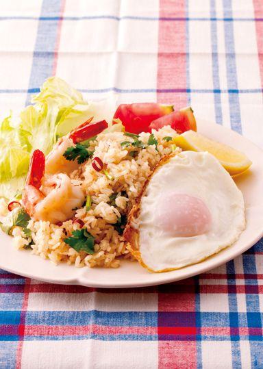 タイ風えびチャーハン のレシピ・作り方 │ABCクッキングスタジオの ... 細長いインディカ米を使ったチャーハンは、ナンプラーや香草をきかせてタイの味に!普通のお米しかない場合には、少し固めに炊いてパラリと炒めましょう。