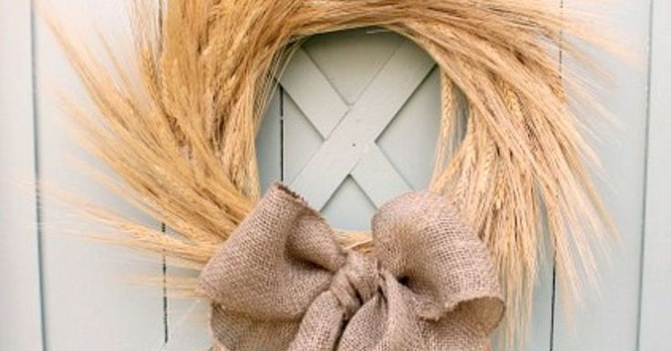 I love the natural look of wheat for the fall. The soft colors are so soothing! And this one is so simple and can be made in just a few minutes! #FallPreview A…