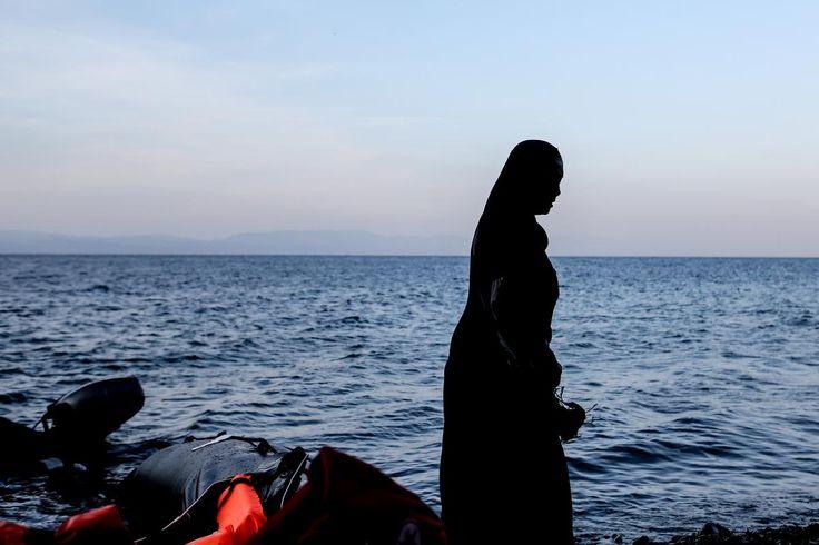 Mετανάστες από το Λίβανο διασώθηκαν από τη φουρτουνιασμένη θάλασσα έξω από το Κάβο Γκρέκο