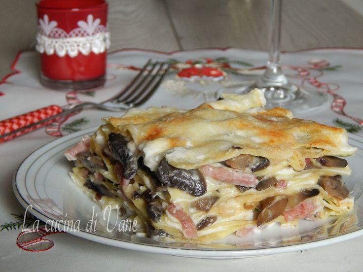 Lasagne bianche funghi e speck cremose e gustose ricetta primo piatto di Natale facile e veloce da fare, da preparare anche in anticipo,a tavola un successo