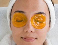 Маски для век Делая маску для лица, частенько забываешь о коже вокруг глаз, а ведь уход за ней нужен не меньше. Кожа век лишена жировой прослойки, тонкая и сухая. Поэтому самые первые морщинки появляются именно здесь.