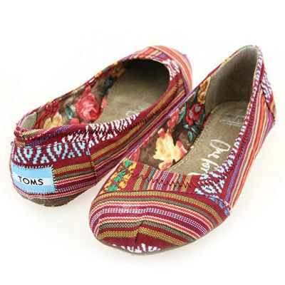 Looking for the freshest styles of toms shoes.