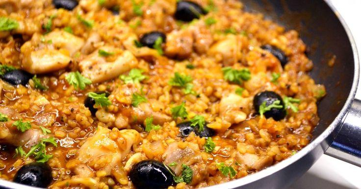 Mennyei Csirkés bulgur egytálétel recept! A bulgurt még csak kb. fél éve fedeztem fel, de azóta rendszeresen használom. Hasonló a rizshez, ezáltal köretként is jól funkcionál, viszont egészségesebb tőle, úgyhogy mindenképpen érdemes kipróbálni! :)