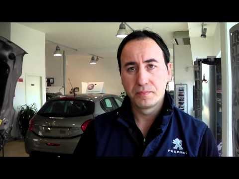 """Con Giuseppe, capo officina dell'Auto 90 di Ancona parliamo di manutenzione ordinaria, in questo caso il """"buon Turi"""" ci dà alcuni consigli per tenere sotto controllo i livelli olio e acqua del motore della nostra automobile."""
