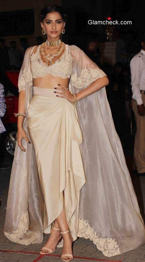 sonam kapoor 2015 in Anamika Khanna at 60th Filmfare Awards