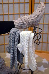 Lokakuun iltapuhteina olen kutonut sukkia tällä tutulla mallilla. Yksi väreistäni oli tämä vaalea bees, joka näyttää ihan pellavalta. Minu...
