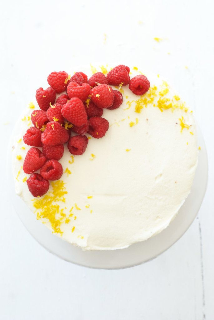 Gâteau aux framboises fourré au citron et au glaçage au chocolat blanc   Oh donc Delicio …   – Recipes