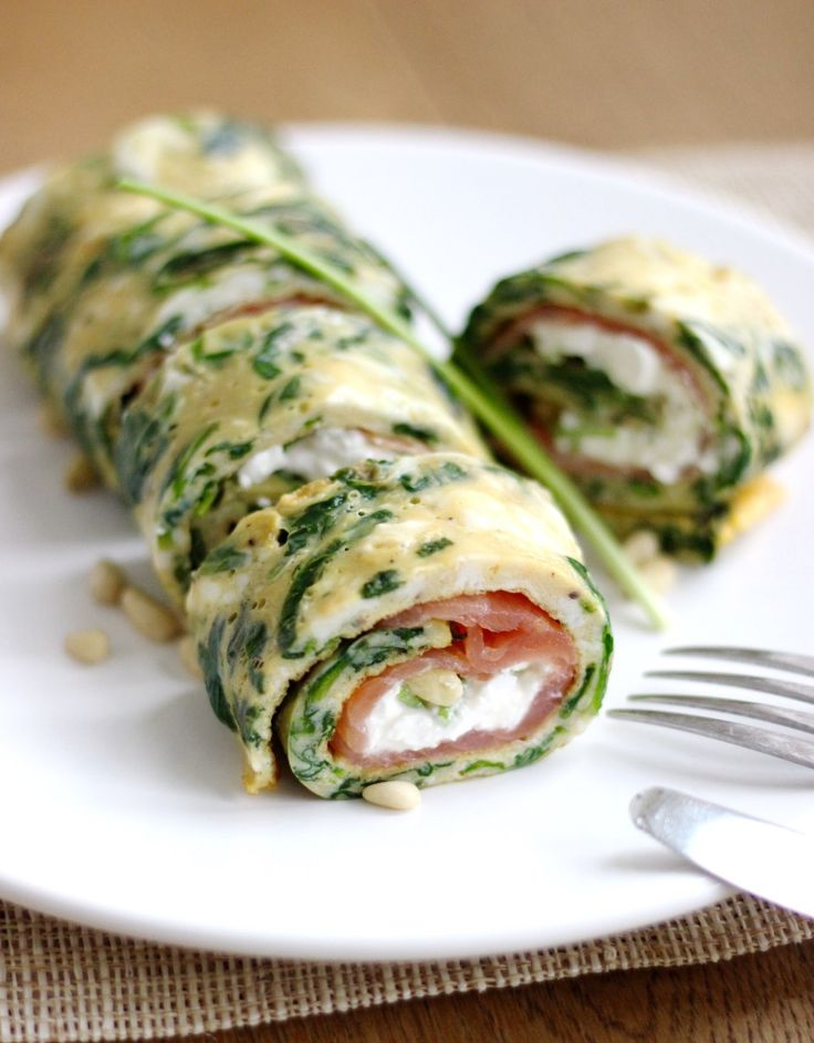 Spinach omelet with salmon