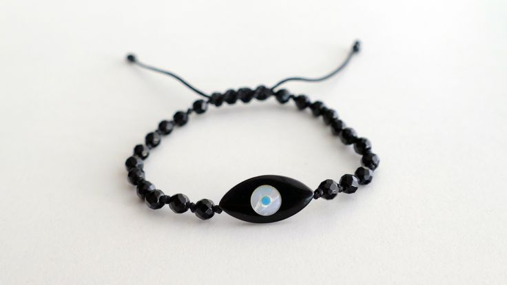 Macrame bracelet with Black Onyx faceted and with an eye of Black Onyx, Mother of Pearl and Turquoise -Price:32€