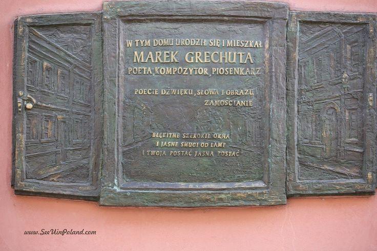 Tablica pamiątkowa na domu, w którym dorastał Marek Grechuta - poeta i wokalista.| Memorial tablet at a the house where Marek Grechuta - poet and singer - spent a part of life.  #zamość #zamosc #marekgrechuta #lubelskie #polska #poland #visitpoland #seeuinpoland