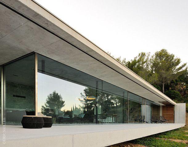 Вилла из бетона и камня во Франции