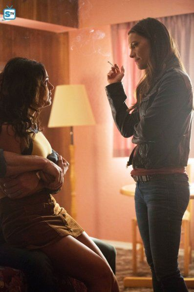 """Death"" Episode 101 As con artists Charlie and Linda Haverford hatch a plan to get out from under their Roma gypsy bosses, a sudden blow to the head makes Charlie wonder if he is a fake psychic having real visions. Pictured: Gina (Emmanuelle Chriqui) and Linda Haverford (KaDee Strickland). (Photo by: David Bukach/Hulu)"